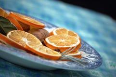 cinammon装饰干桔子 免版税库存照片