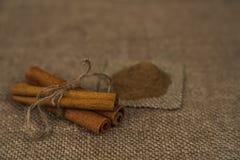 Cinamomo en fondo marrón Imagen de archivo