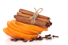 Cinamomo, naranja y clavos Foto de archivo libre de regalías