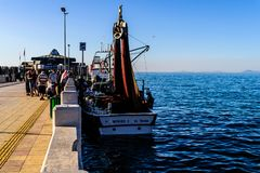 Cinarcik镇的渔夫 库存图片