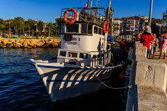 Cinarcik镇的渔夫 免版税图库摄影