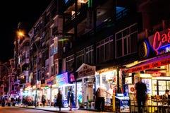 Cinarcik镇街道在晚上 免版税库存照片