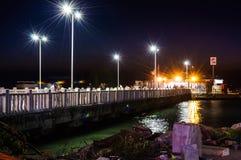 Cinarcik镇轮渡口岸在晚上 免版税图库摄影