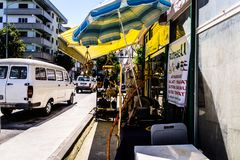 Cinarcik镇-土耳其平凡的人和街道  免版税图库摄影