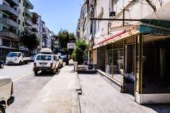 Cinarcik镇-土耳其平凡的人和街道  库存照片