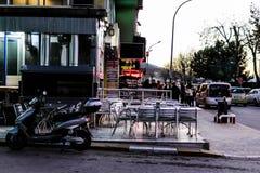 Cinarcik-Stadt am Abend Lizenzfreie Stockfotos