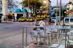Cinarcik-Stadt am Abend Lizenzfreies Stockfoto