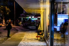 Cinarcik-Stadt am Abend Lizenzfreies Stockbild