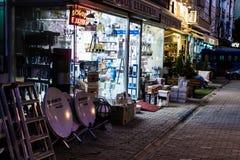 Cinarcik-Stadt am Abend Stockfotos