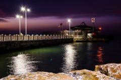 Cinarcik-Stadtseehafen am Abend Stockbild