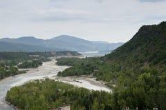 Cinca-Fluss, wie er nahe Ainsa, Huesca, Spanien überschreitet Stockfotografie