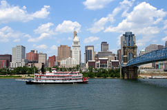 Cincinnati. Replica steamboat travels down the Ohio River in front of the Cincinnati skyline stock photography