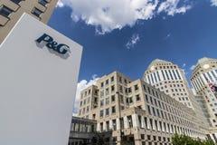 Cincinnati - cerca do maio de 2017: Matrizes incorporadas de Procter & Gamble do ângulo largo P&G é os bens de consumo multinacio fotos de stock