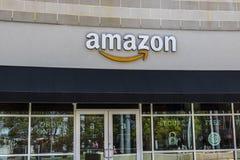 Cincinnati - Circa Maj 2017: Amasonlager i U-fyrkanten Detta är Amazon's första Cincinnati tegelsten-och-mortel lager VII Royaltyfri Bild