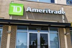 Cincinnati - Circa Mei 2017: TD Ameritrade lokaal bijkantoor TD Ameritrade in een online makelaar van voorraden en investeringen  stock foto's