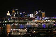 Cincinnati de stad in 's nachts Royalty-vrije Stock Afbeeldingen