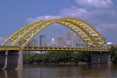 Cincinnati e o rio de Ohio. imagens de stock