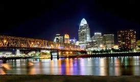 Cincinnati en la noche Fotos de archivo libres de regalías
