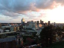 Cincinnati linia horyzontu od góry Adams fotografia royalty free