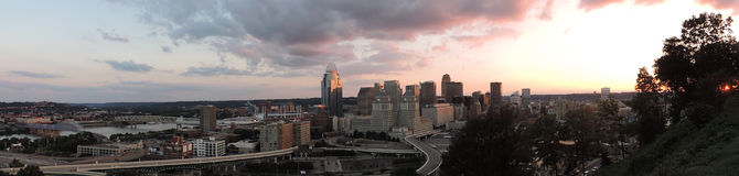 Cincinnati linia horyzontu od góry Adams zdjęcie royalty free