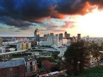 Cincinnati linia horyzontu od góry Adams fotografia stock