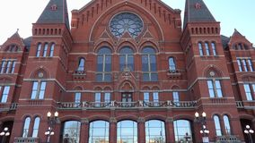 Cincinnati-Musik-Hall Front Entrance-Neigungs--obenansicht stock video footage