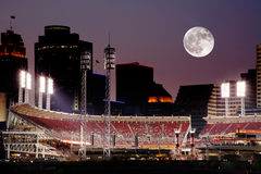 Cincinnati Ohio après coucher du soleil Photographie stock libre de droits