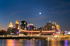Cincinnati, Ohio bij Nacht Stock Foto's