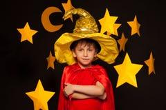 Cinco años del muchacho en traje del vigilante del cielo Imágenes de archivo libres de regalías