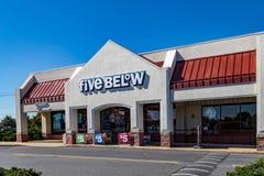 Cinco abaixo da loja imagem de stock