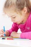 Cinco anos de imagem loura caucasiano velha do desenho da menina da criança Fotografia de Stock