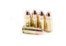 Cinco balas de 9mm no branco fotografia de stock royalty free