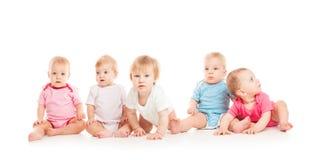 Cinco bebês isolados foto de stock royalty free