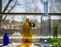 Cinco botellas coloreadas Foto de archivo libre de regalías