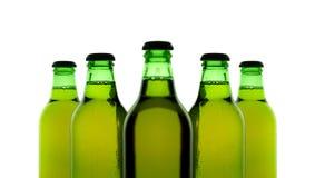 Cinco botellas de cerveza imagen de archivo