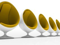 Cinco cadeiras amarelas isoladas no fundo branco Imagem de Stock
