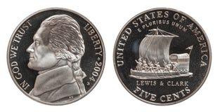 Cinco centavos americanos aislados en el fondo blanco imágenes de archivo libres de regalías