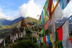 Cinco colores de las banderas del budismo tibetano Fotos de archivo libres de regalías