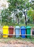 Cinco cores recicl o escaninho Imagens de Stock Royalty Free