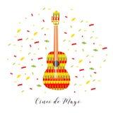 cinco de mayo Иллюстрация вектора для поздравительной открытки Пестротканая гитара среди confetti Стоковое Изображение