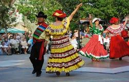 Cinco de Mayo-Festivaltänzer im Kostüm Lizenzfreies Stockfoto