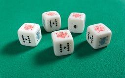 Cinco de um tipo em dados do pôquer Imagem de Stock