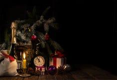 Cinco a doce en el reloj ` S Eve del Año Nuevo Fotos de archivo
