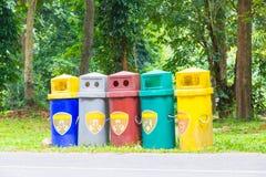 Cinco escaninhos de lixo Foto de Stock Royalty Free