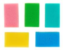 Cinco esponjas coloridos da cozinha da celulose imagem de stock