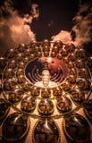 Cinco estátuas de assento da Buda e arquitetura circular em Wat Pha Sorn Kaew Imagem de Stock