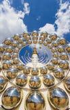 Cinco estátuas de assento da Buda e arquitetura circular em Wat Pha Sorn KaewWat Phra Thart Pha Kaewin Khao Kho, Phetchabun, nort Fotos de Stock