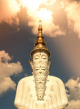 Cinco estátuas de assento da Buda em Wat Pha Sorn KaewWat Phra Thart Pha Kaew Imagens de Stock Royalty Free