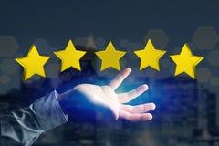 Cinco estrelas amarelas em uma relação futurista - rendição 3d Fotografia de Stock