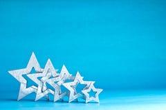 Cinco estrelas prateiam a luz - azul Imagens de Stock Royalty Free